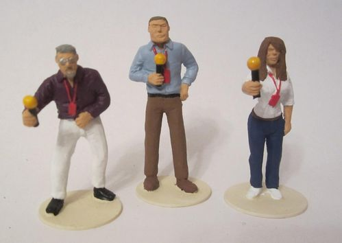 TV Presenters with microphones (unpainted)