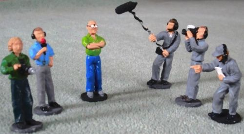 Media Crew (6 unpainted figures)